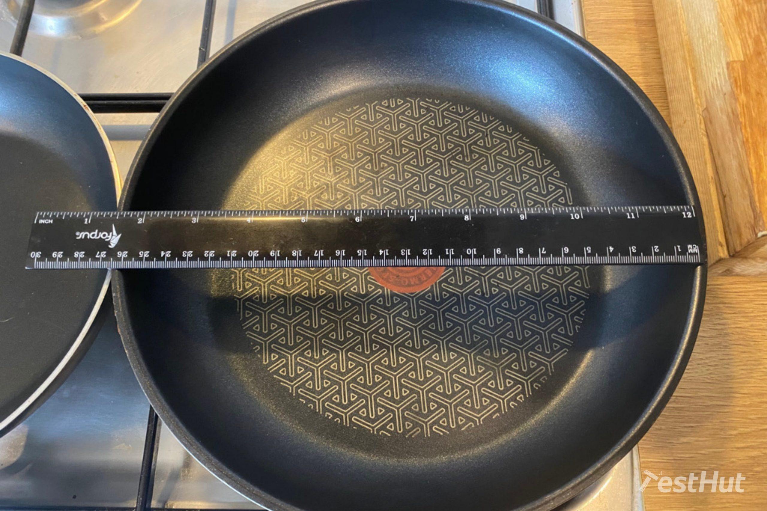 Measuring frying pan